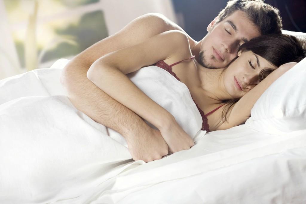 как мужчина спит с женщиной видео