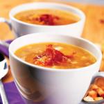 Подача горохового супа в чашке