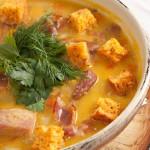 Суп с копченостями и сухариками