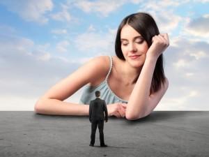 Женщина манипулирует мужчиной